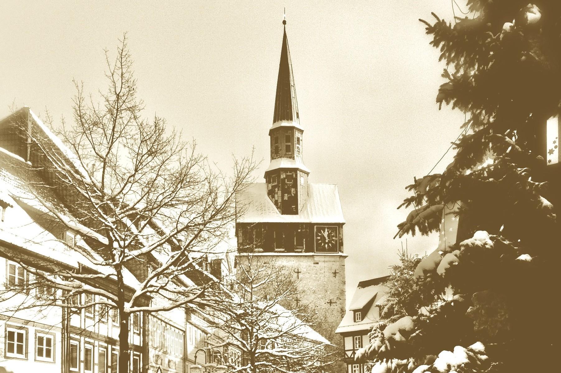 Verschneiter Kornmarkt mit Kirche
