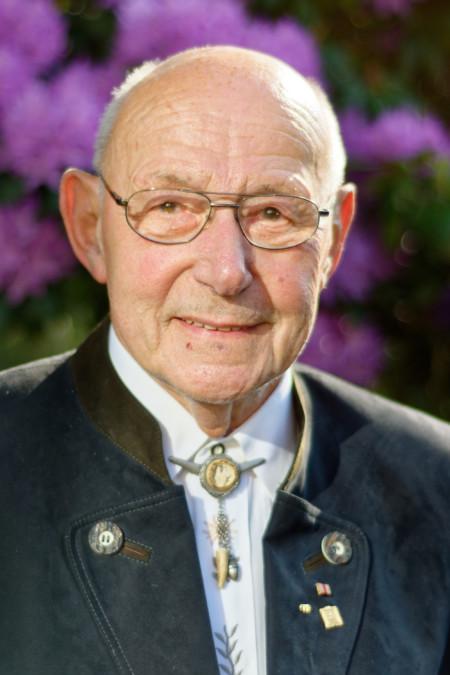 Herr Wolfgang Dernedde