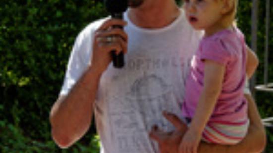 Ortsvereinsvorsitzender Alexander Saade eröffnet das Sommerfest